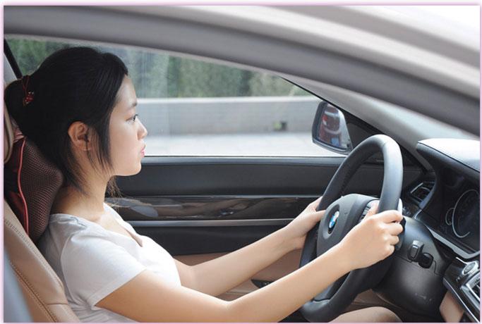 gối massage hồng ngoại new magic 818 dùng xe hơi