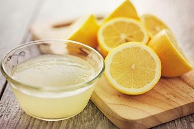 xoa bụng với nước chanh giảm béo