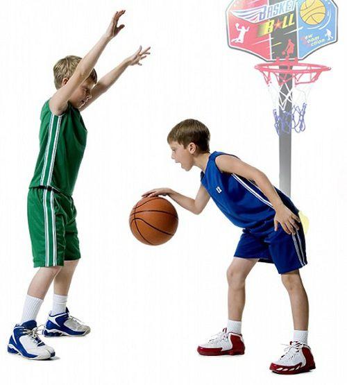 Hình ảnh bé tập thể thao