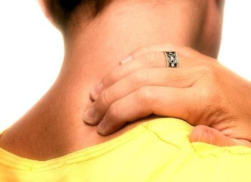 Phương pháp xoa bóp bấm huyệt chữa đau vai gáy