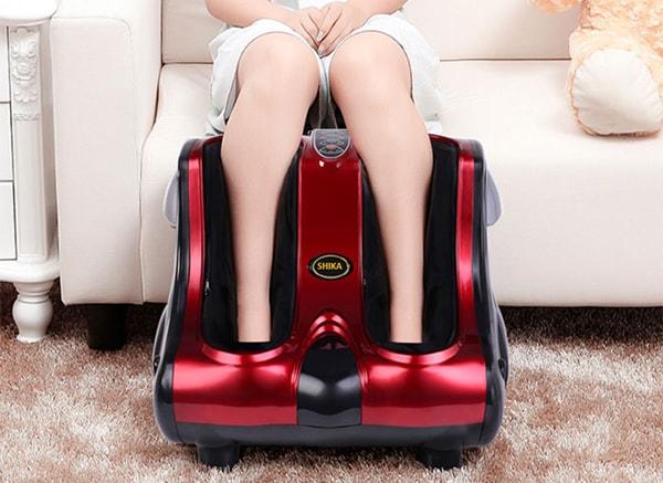 Có nên dùng máy massage chân