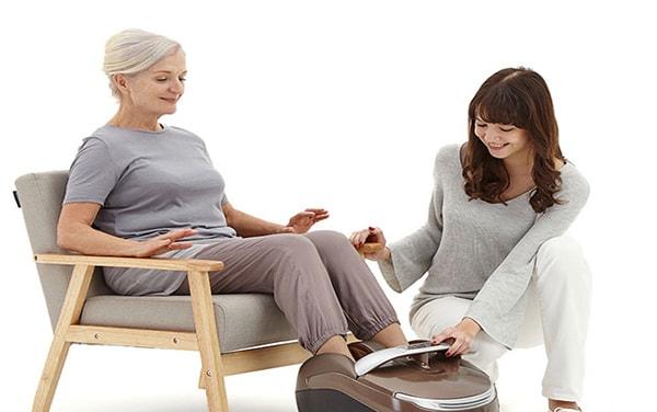 Máy massage chân cho người già