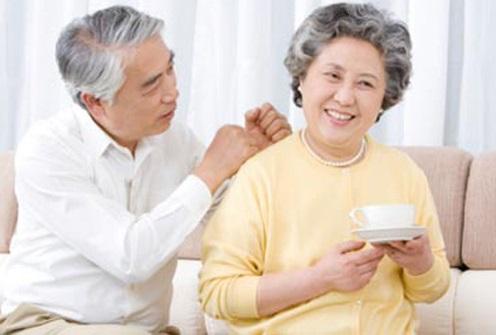 Những cách nào giúp người già giảm đau nhức lưng?
