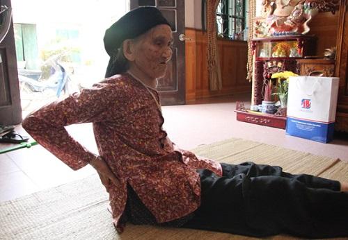 Đau lưng ở tuổi già có cách nào chữa trị?