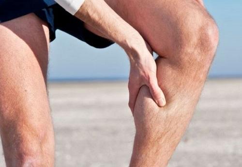 Đau nhức cơ bắp khi vận động mạnh dùng ghế massage