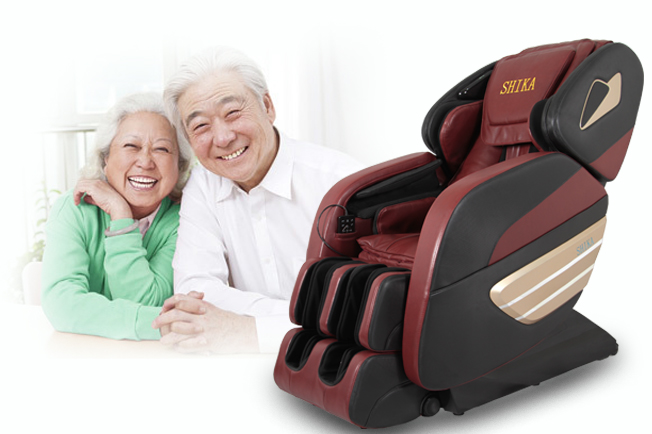 Ghế massage Shika chữa đau đầu mất ngủ cho người cao tuổi